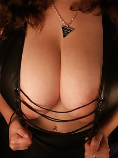 DeniseDavies-Leather n Tits Pictures