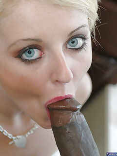 European model Sophie Dee is sucking this giant black shaft! - PornPics.com
