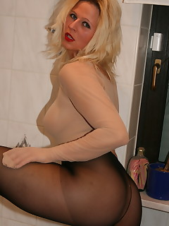 A MILf like Desyra knows every bit there is to know about what guys desire and how to please them to the absolute max.
