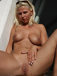 Desyra Noir is an incredible MILF who burns with intense passion for all of the guys who watch her show that fine pussy of.